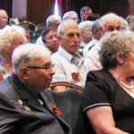 na konferencii sredi veteranov