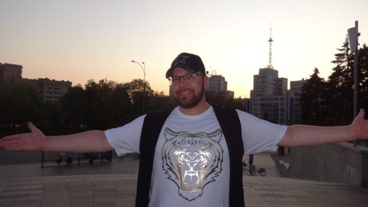 Иностранец в центре Харькова признался в любви (фото, видео)