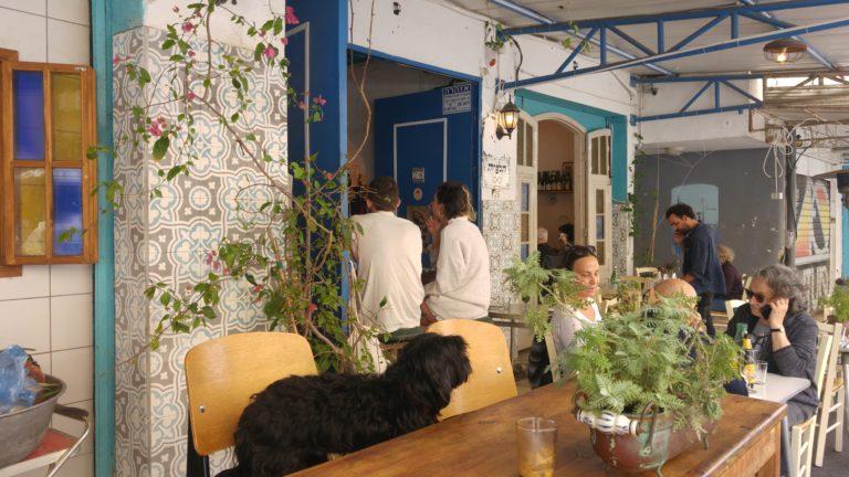 Один из ресторанчиков на рынке Тальпиет в Хайфе. Будущее в тумане
