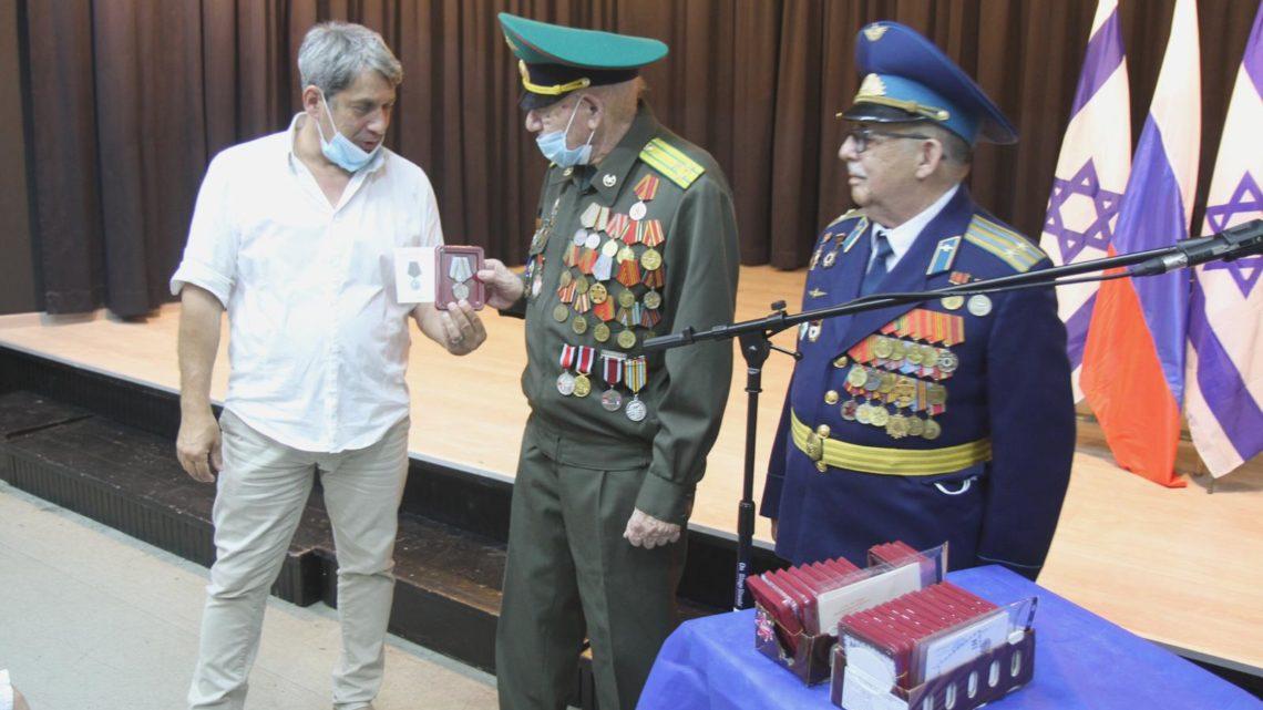 Вручение юбилейных медалей «75 лет Победы в Великой Отечественной войне 1941 – 1945 гг.»