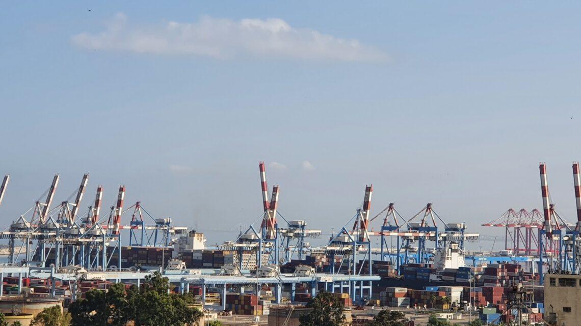 Финансовая комиссия Кнессета утвердила модель приватизации Хайфского порта. Решение о приватизации отложено