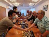 Шахматный турнир между ветеранами и школьниками в Хайфе